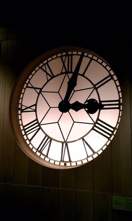 Adelantar una hora el reloj puede acelerar los eventos cardiacos en algunas personas