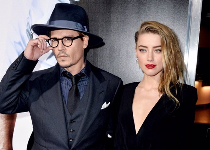 LOS ANGELES, CA - FEBRUARY 12:  Actor Johnny Depp (L) and his fiancee actress Am
