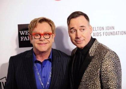 Elton John se casará tras legalizarse el matrimonio gay en Reino Unido