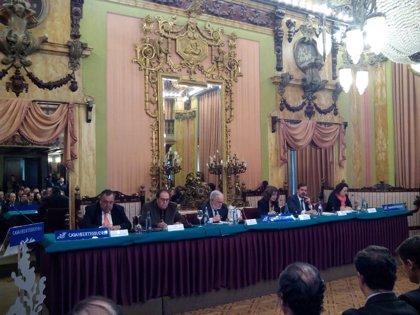 """Arias Cañete asegura que no ha recibido ninguna llamada para ser candidato y se muestra """"a disposición del partido"""""""