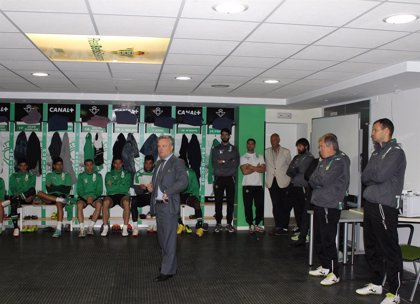"""El nuevo presidente del Betis se presenta a la plantilla pidiendo """"un esfuerzo por la afición"""""""