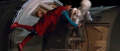 ¿Qué pasaría si Superman apareciera en Gravity?