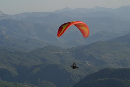 Los paracaidistas pueden sufrir una luxación del hombro al saltar que puede poner en riesgo su aterrizaje