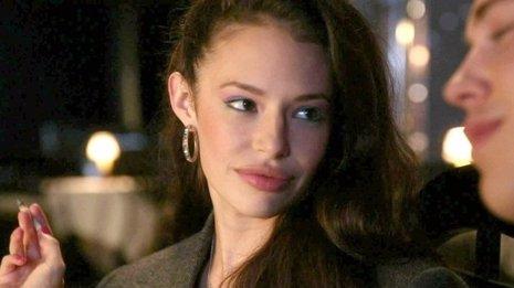 Pretty Litte Liars ficha a Chloe Bridges (Carrie Diaries)