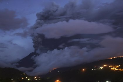El volcán Tungurahua registra una fuerte erupción