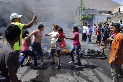 Los habitantes de Iquique retiran las barricadas