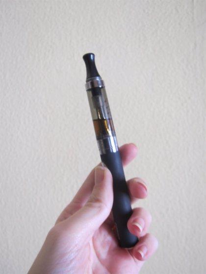 Consumo analiza las condiciones de venta de los cigarrillos electrónicos