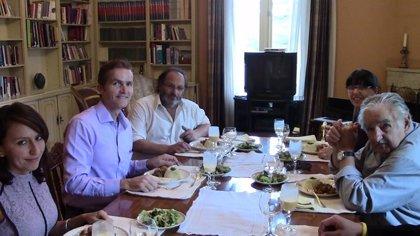 Mujica disfruta de su primer almuerzo vegano