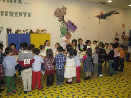 Un total de 6.736 personas han visitado el Museo del Jurásico de Asturias en su X aniversario