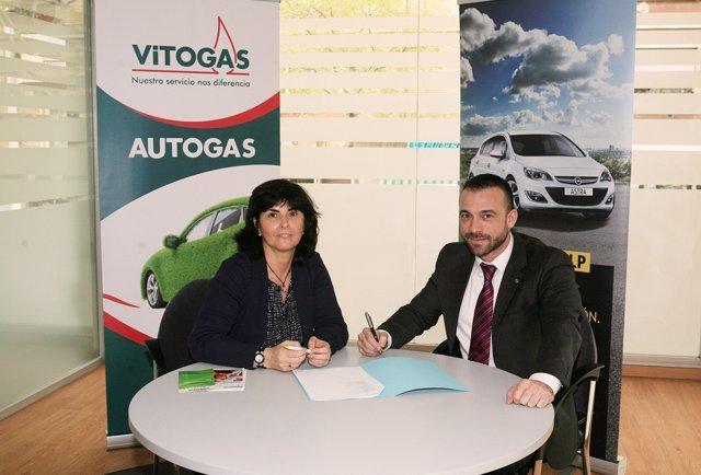 Firma del acuerdo entre Opel, Vitogas y LeasePlan