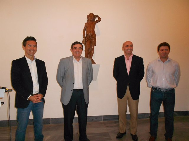 El delegado de Educación, Vicente Zarza, y Jesús Velasco, de Cepsa.