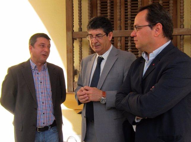 Diego Valderas, hoy junto a Enrique Centella y Francisco Javier Camacho