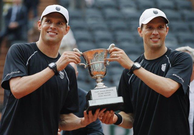 Los hermanos Bryan celebran Roland Garros