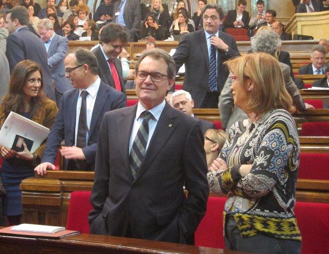 Artur Mas e Irene Rigau, en el pleno del Parlament
