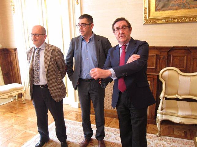 José Paz (procuradores), Evaristo Nogueira (abogados) y Ángel Currás (alcalde)