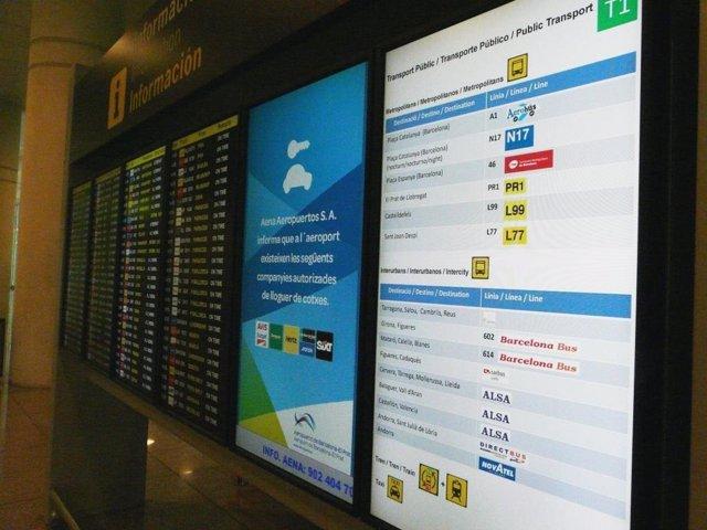 Información sobre transporte en las pantallas del Aeropuerto de Barcelona