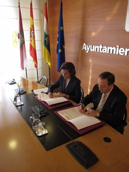 Gamarra y Ruiz-Alejos firman el convenio