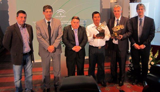Valderas participa en la entrega de premios de la Aacid