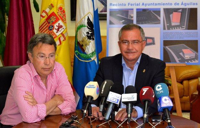El alcalde y el concejal de Bienes y Obras presentando el proyecto