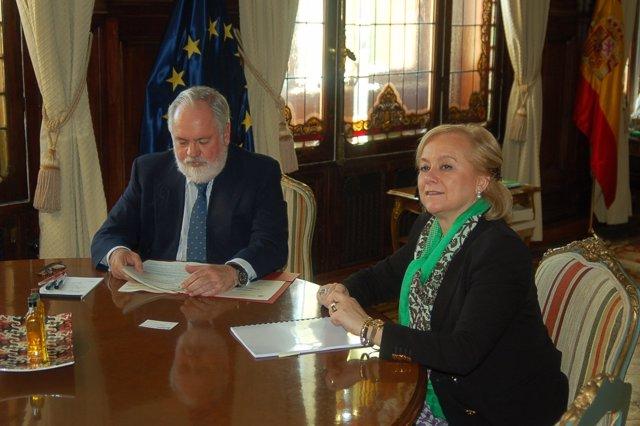 Arias cañete y Mercedes Fernández.