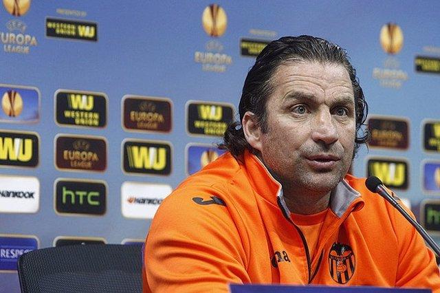 Juan Antonio Pizzi en rueda de prensa