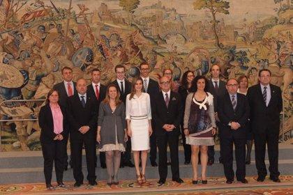 Letizia Ortiz recibe en Zarzuela al Comité Organizador del Mundial FIRS de Patinaje Artístico Reus 2014