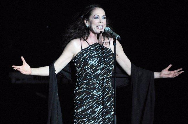 Isabel Pantoja en su concierto en Zaragoza vuelve a soltar sus dardos envenenado