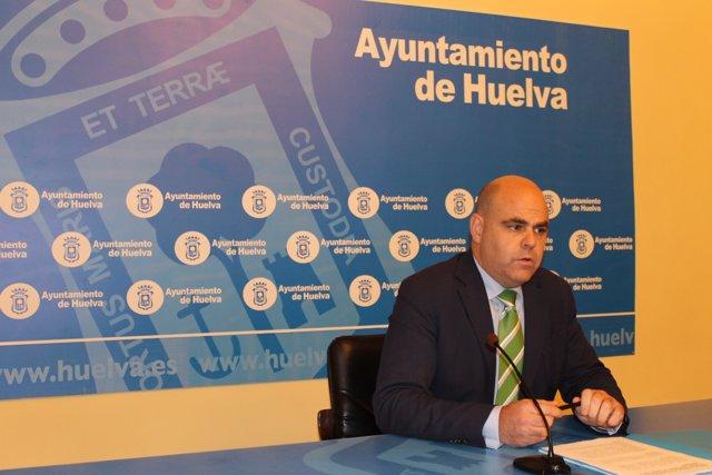 El primer teniente alcalde de Economía, Saúl Fernández.