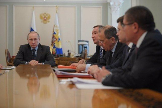 Putin recibe a sus principales ministros para hablar de Ucrania