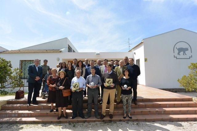 Zurera con miembros de la junta rectora del parque y los premiados