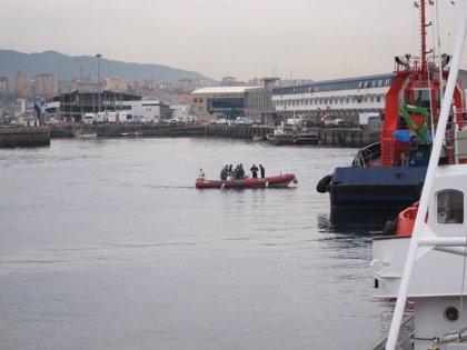 (AMP) Los buzos recuperan del pecio del 'Mar de Marín' el cadáver del tripulante ghanés