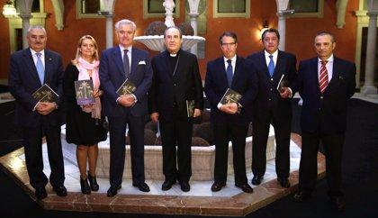 La Fundación Cajasol presenta la edición del 'Pregón de la Semana Santa 2014' de Francisco Berjano