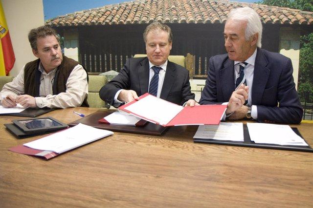 Arasti y García Cayuso firman el convenio de colaboración