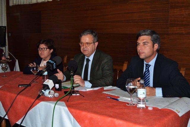 Fuentes, entre Sánchez y Lorite, durante la reunión