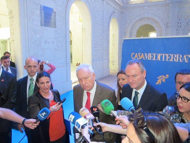 García-Margallo y Fabra atienden a los medios en Casa Mediterráneo