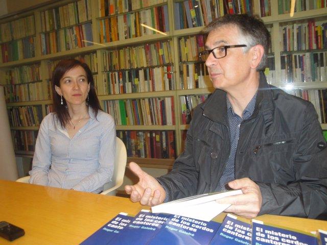 El autor, Roger Galofré con la editora Eulàlia Pagès