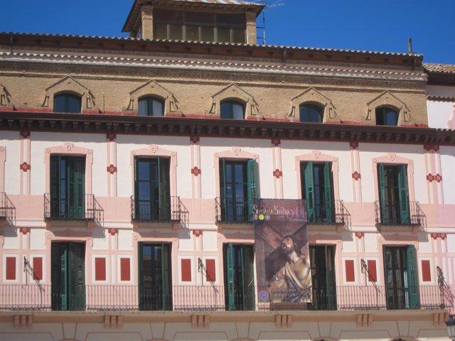 Cartel de la Semana Santa, en la plaza de López Allué
