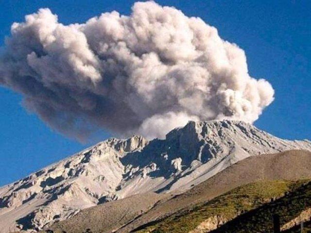 El volcán Ubinas amenaza a las poblaciones cercanas y empezó la evacuación
