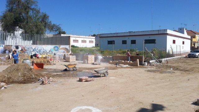 Obras del cerramiento del polideportivo de Lora.