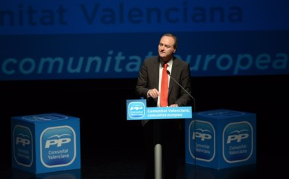 Fabra felicita a González Pons, Eva Ortiz, Juan Carlos Caballero y Carla Miralles, representantes de la Comunitat
