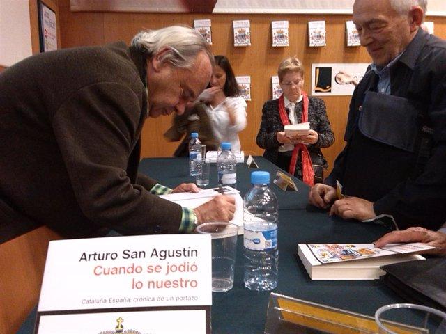 Arturo San Agustín presenta su libro 'Cuando se jodió lo nuestro'