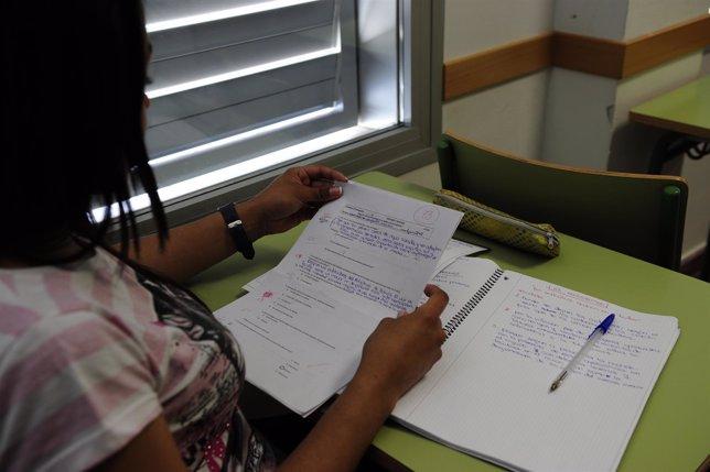 Alumna estudiando