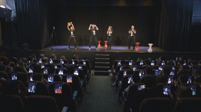 Un espectáculo teatral cobra a sus espectadores solo por el número de risas gene