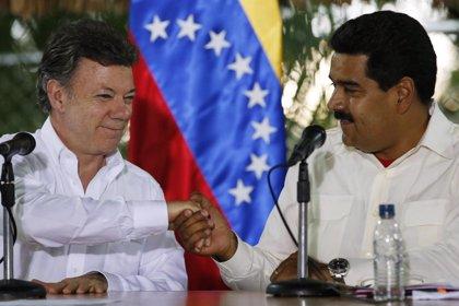 """Santos insiste en su disposición a """"ayudar"""" en el diálogo entre Gobierno y oposición en Venezuela"""