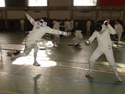 Camargo.- CESAN celebra hoy el III Torneo de esgrima a la espada en el polideportivo Juan de Herrera