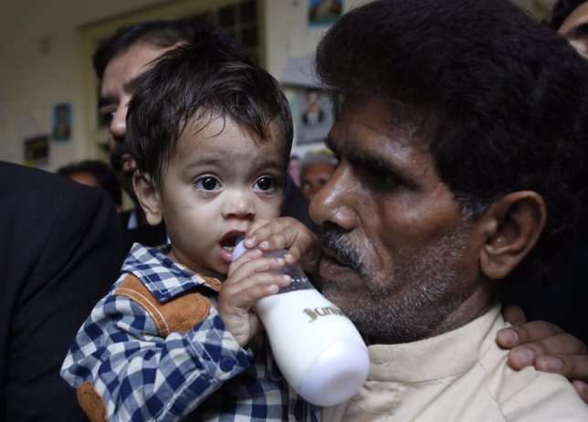 Bebé acusado de asesinato en Pakistán
