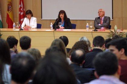 La Universidad de La Rioja entrega las menciones a los mejores alumnos participantes en la Olimpiadas Científicas
