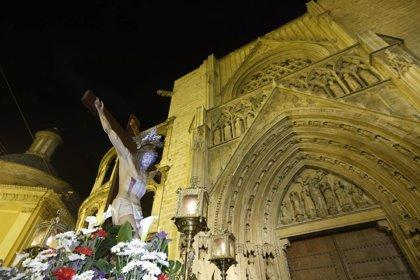 S.El arzobispo presidió anoche el tradicional Vía Crucis nocturno por el centro histórico de Valencia