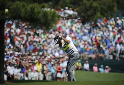 Bubba Watson sube al liderato en Augusta