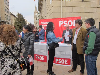 """El PSOE sale a la calle """"para escuchar los problemas de los logroñeses y hacer ciudadanía"""""""